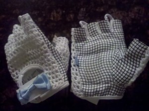 Ana Nichoola cycling gloves for women. White crocheted back, light blue bow, loops between fingers for easy removal.
